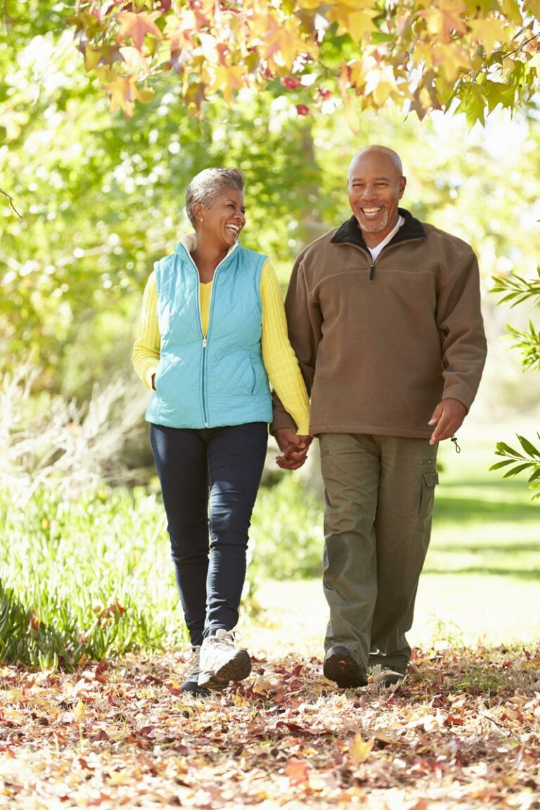 Shenandoah Senior Living | Seniors walking outdoors